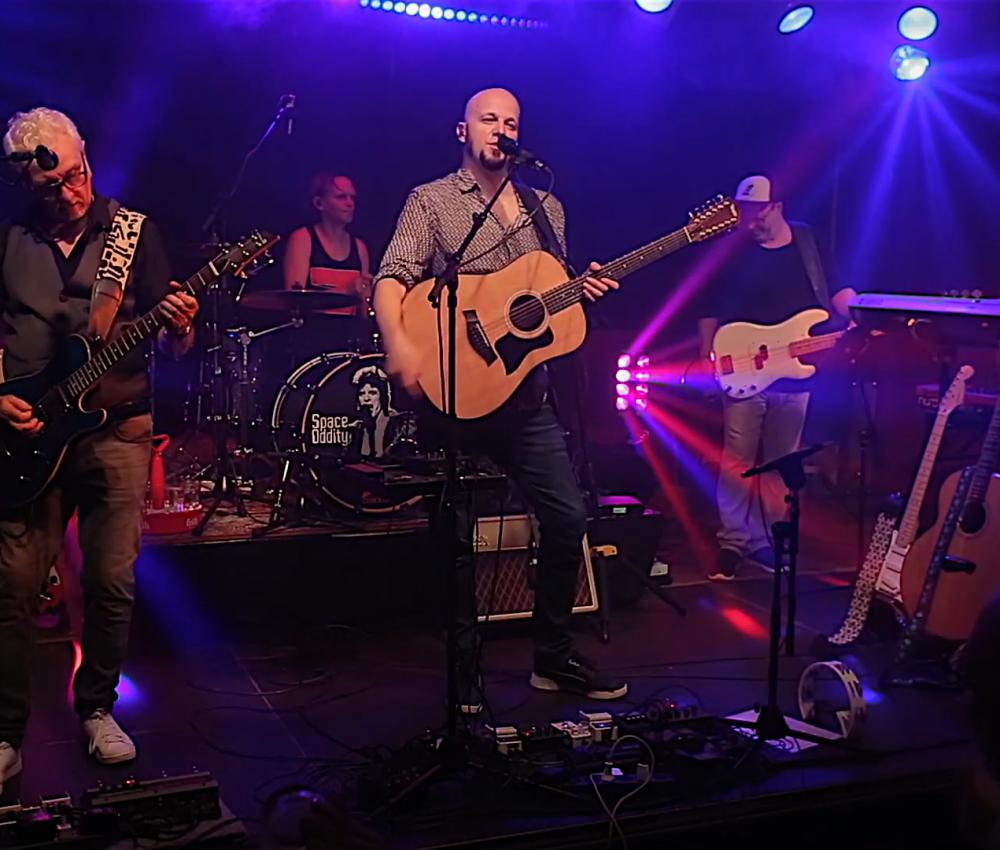 Jakob Hansonis Band – Heroes (Live Groove Bar)
